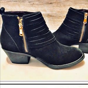 REPORT SIGNATURE BLACK SUEDE  ZIP ANKLE BOOTIE 8